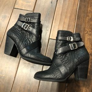 Women's size 9.5 pebble leather Vince Camuto boots
